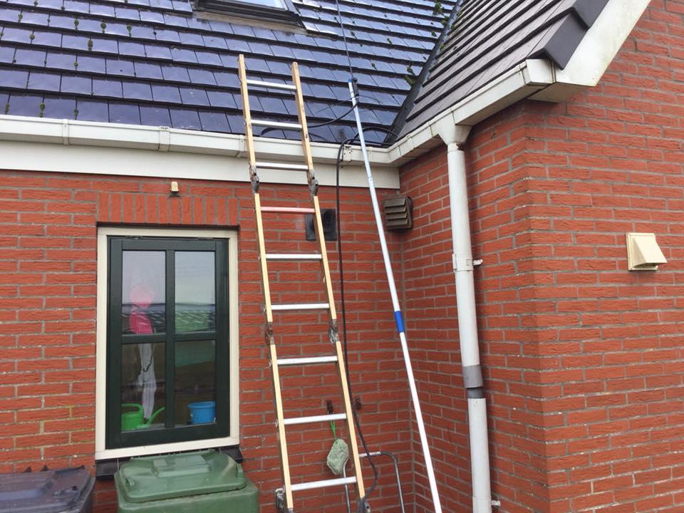 reinigen dakramen en zonnepanelen