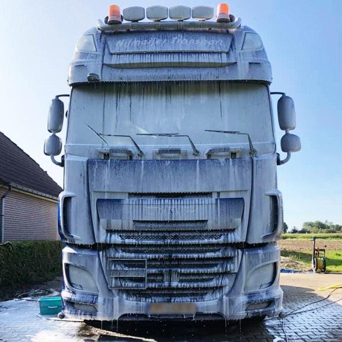 Nerta vrachtauto reinigen